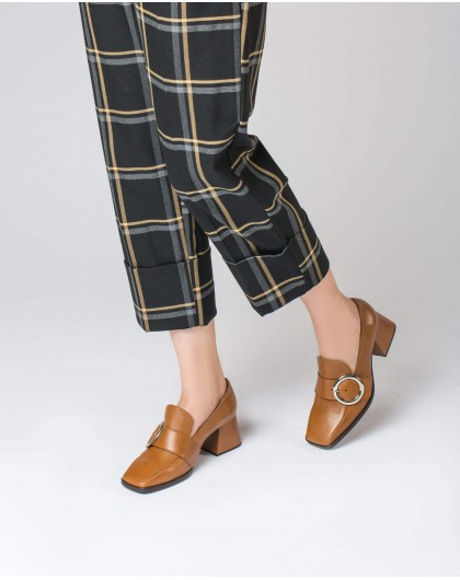 Wonders-Heels-High moccasin with buckle detail