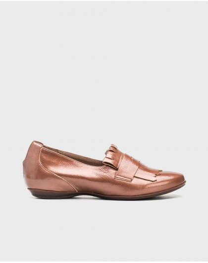 Patent leather loafer with fringe