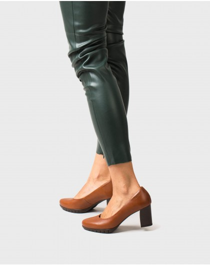 Wonders-Heels-Leather court shoe with track sole