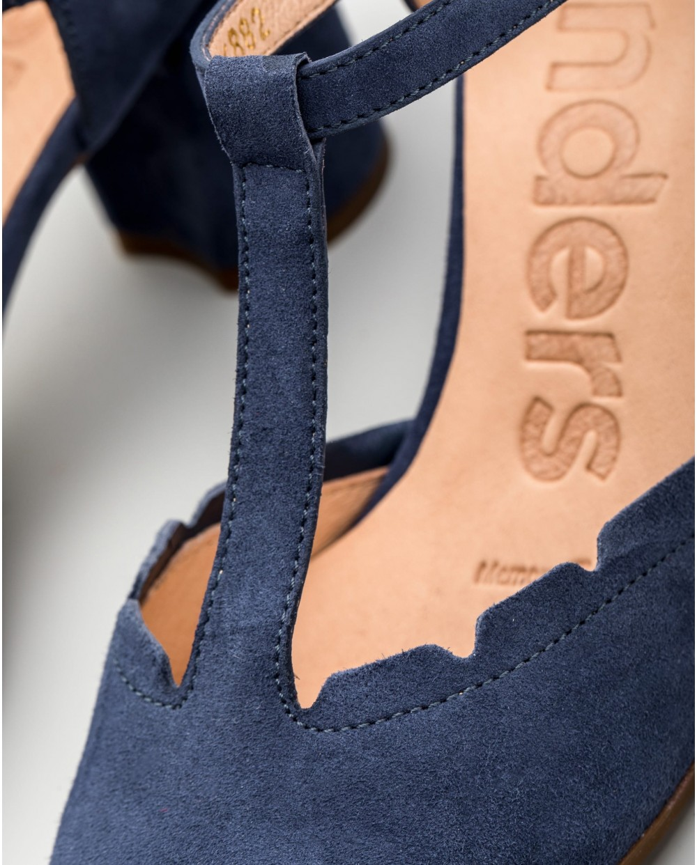 Wonders-Outlet-Sandals with criss-cross straps