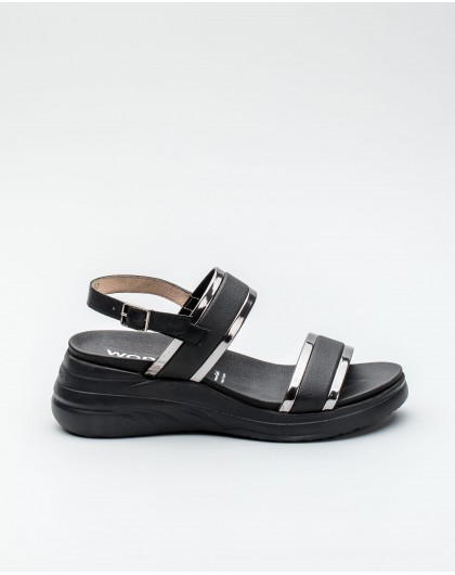 Wonders-Women-Sandal with metallic detailing on the strap