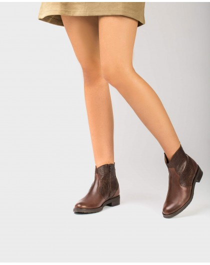 Wonders-Outlet-Leather ankle boot with V cut out