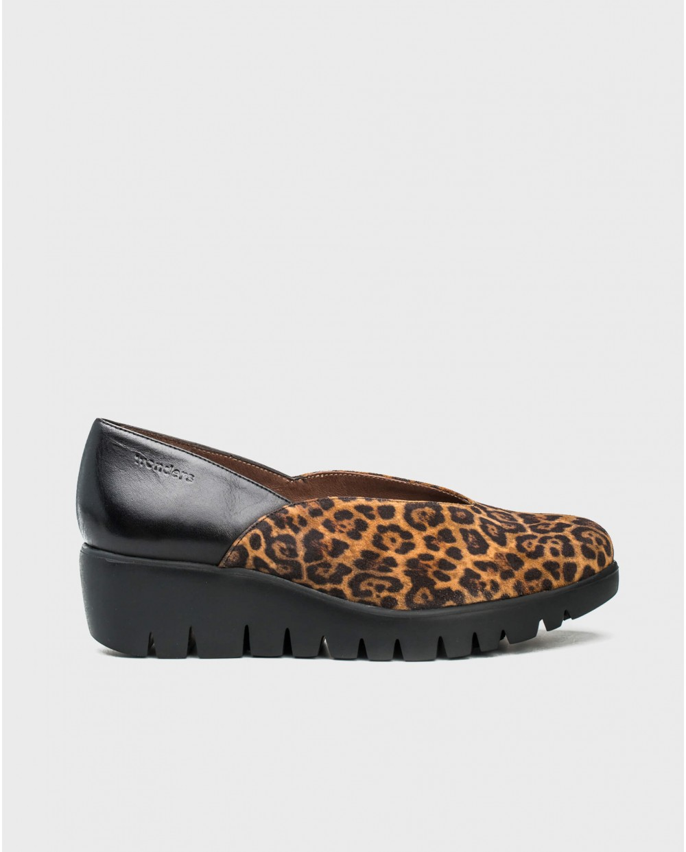 Wonders-Flat Shoes-Moccasin in a combination of animal print and leather