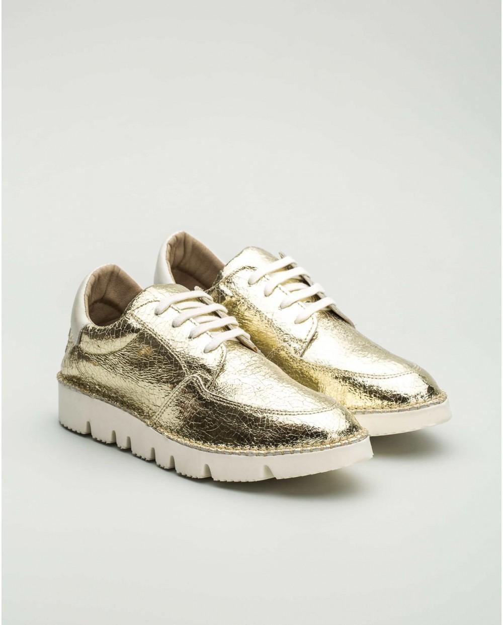 Ultralight metallic sneakers