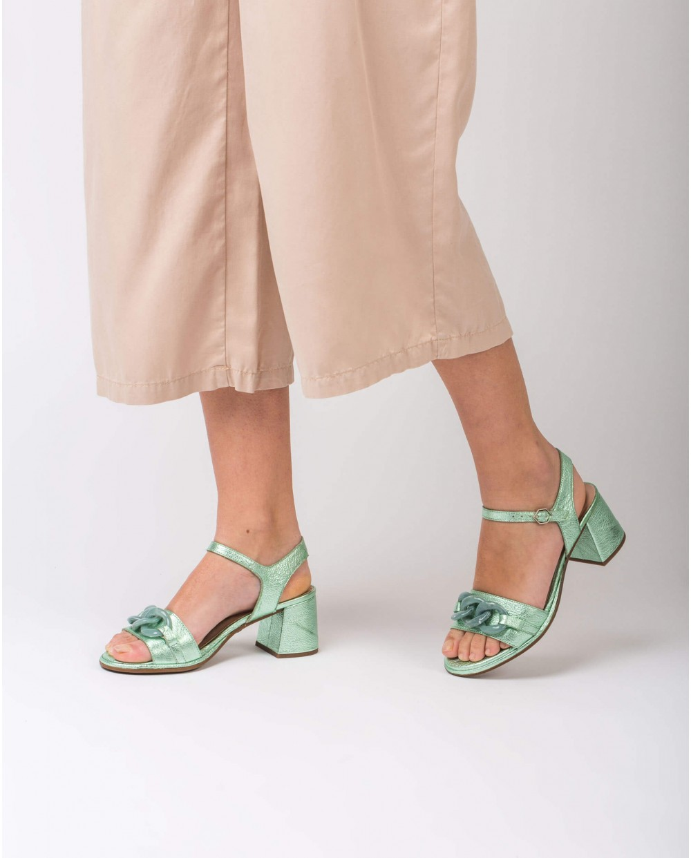 Wonders-Women-Leather sandal with chain