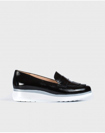 Wonders--Patent leather moccasins with fringe detail