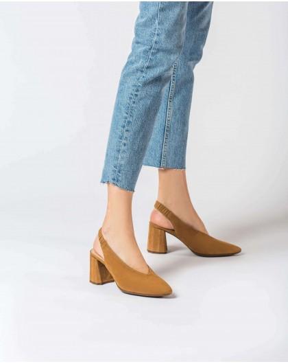 Wonders-Heels-V cut leather court shoe
