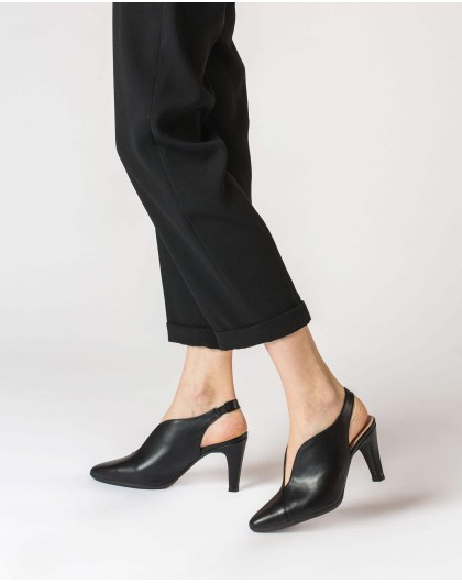 Wonders-Women-V cut court shoe