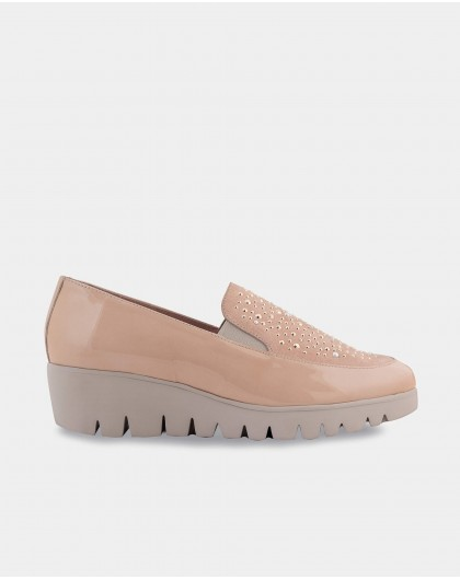 Loafer with metallic patent leather