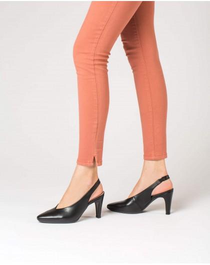 Wonders-Heels-Shoe with a high throat