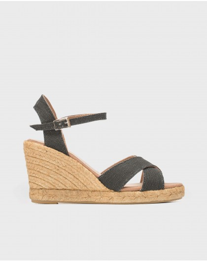 Espadrille with crossover straps