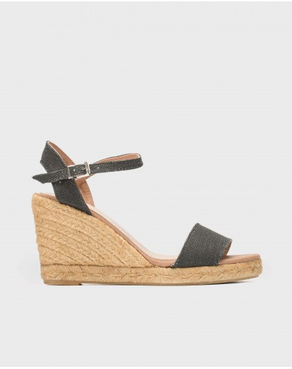 Espadrille with fabric strap