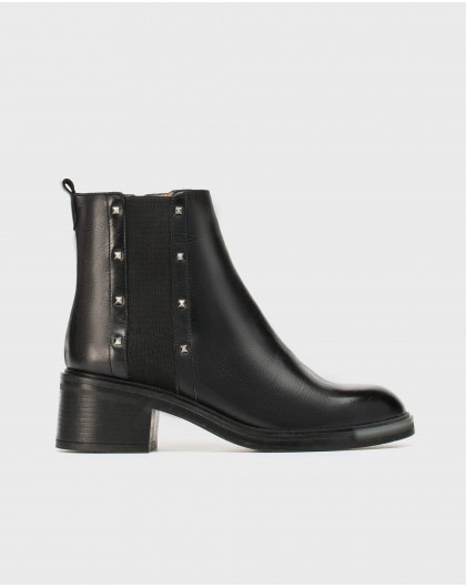 Wonders-Ankle Boots-Leather ankle boot with metal appliques