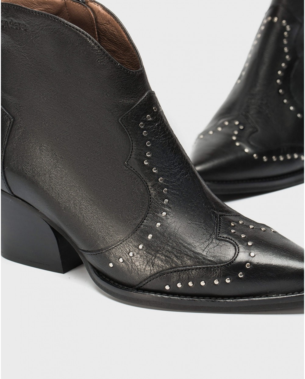 Wonders-Ankle Boots-Cowboy style ankle boot with appliques