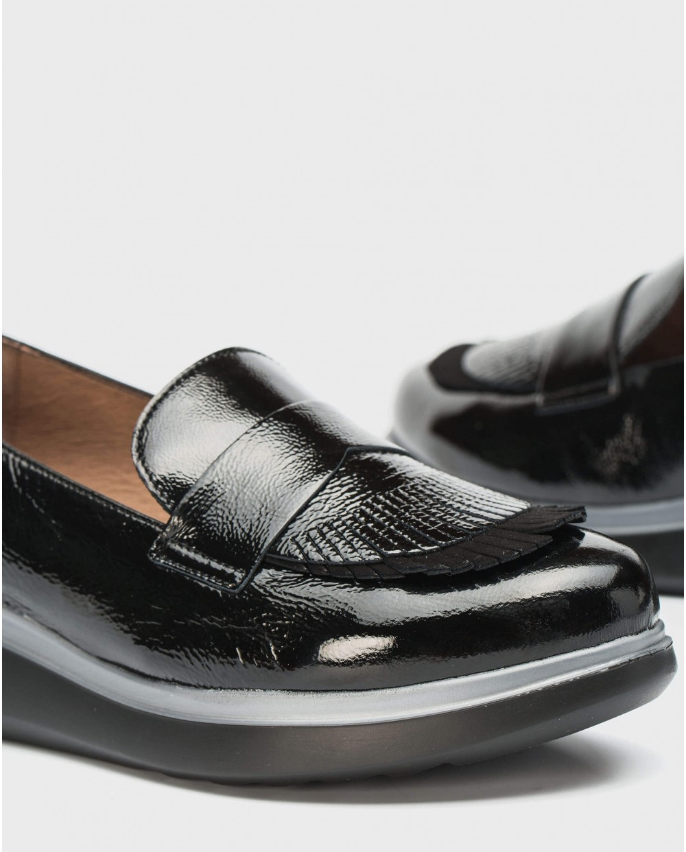 Wonders-Flat Shoes-Patent leather moccasins with fringe