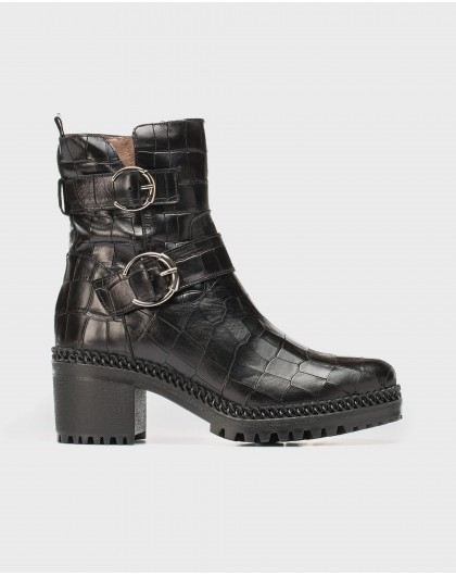 Urban ankle boot with double strap