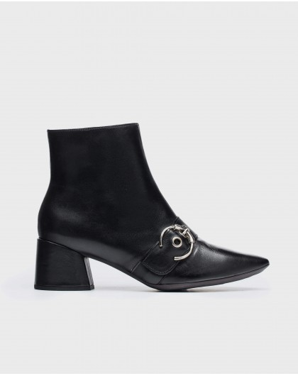 Wonders-Ankle Boots-Ankle boot with a round buckle