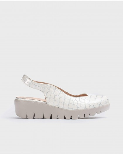 Wonders-Wedges-shoe with an asymmetric throat