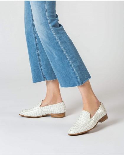 Patent leather moccasin