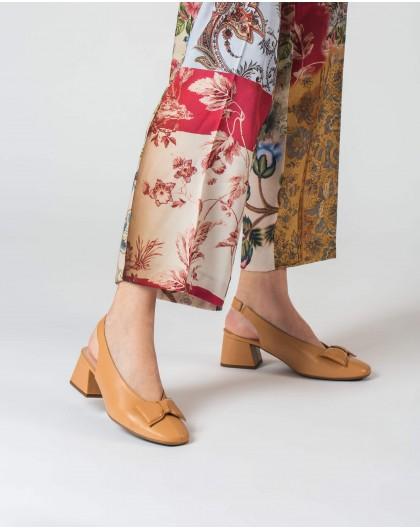 High heeled shoe with a bow