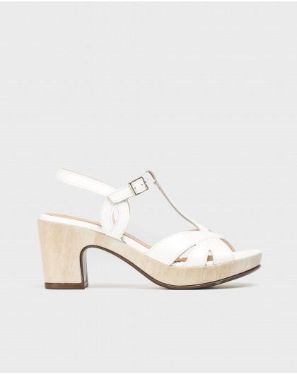 Platform sandal with straps