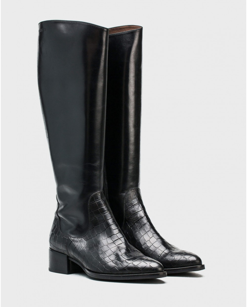 Wonders-Boots-Boots in a combination of mock/croc leather