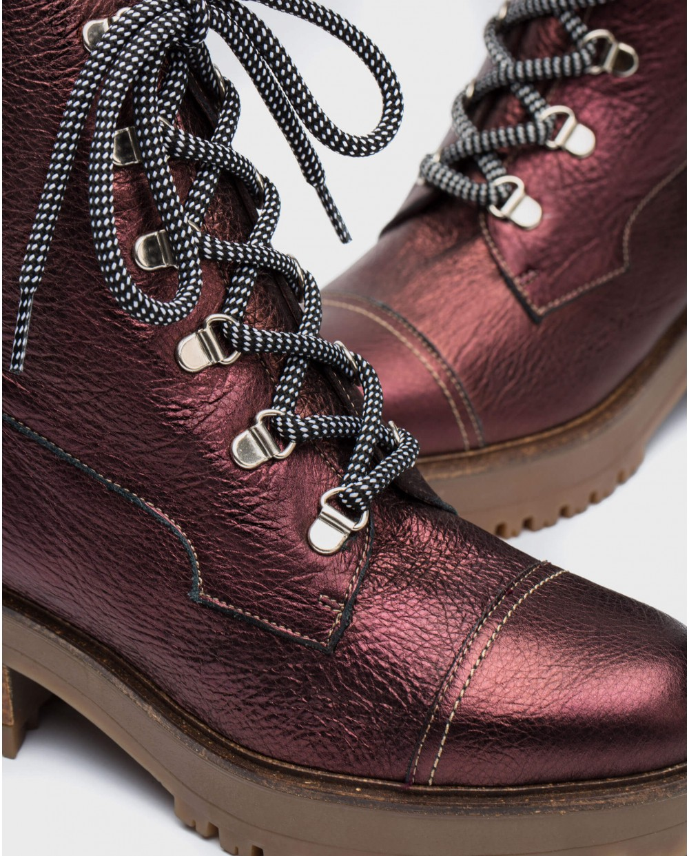 Wonders-Outlet-Metallic leather ankle boots with laces