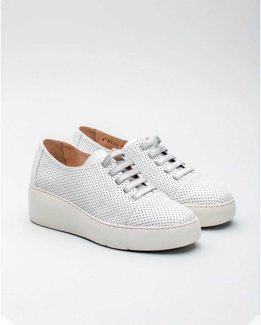 Wonders-Collections-Perforated leather sports shoe