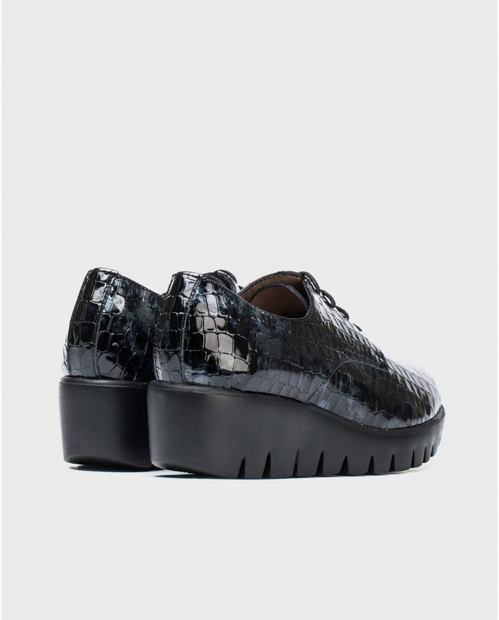 Textured patent leather brogues