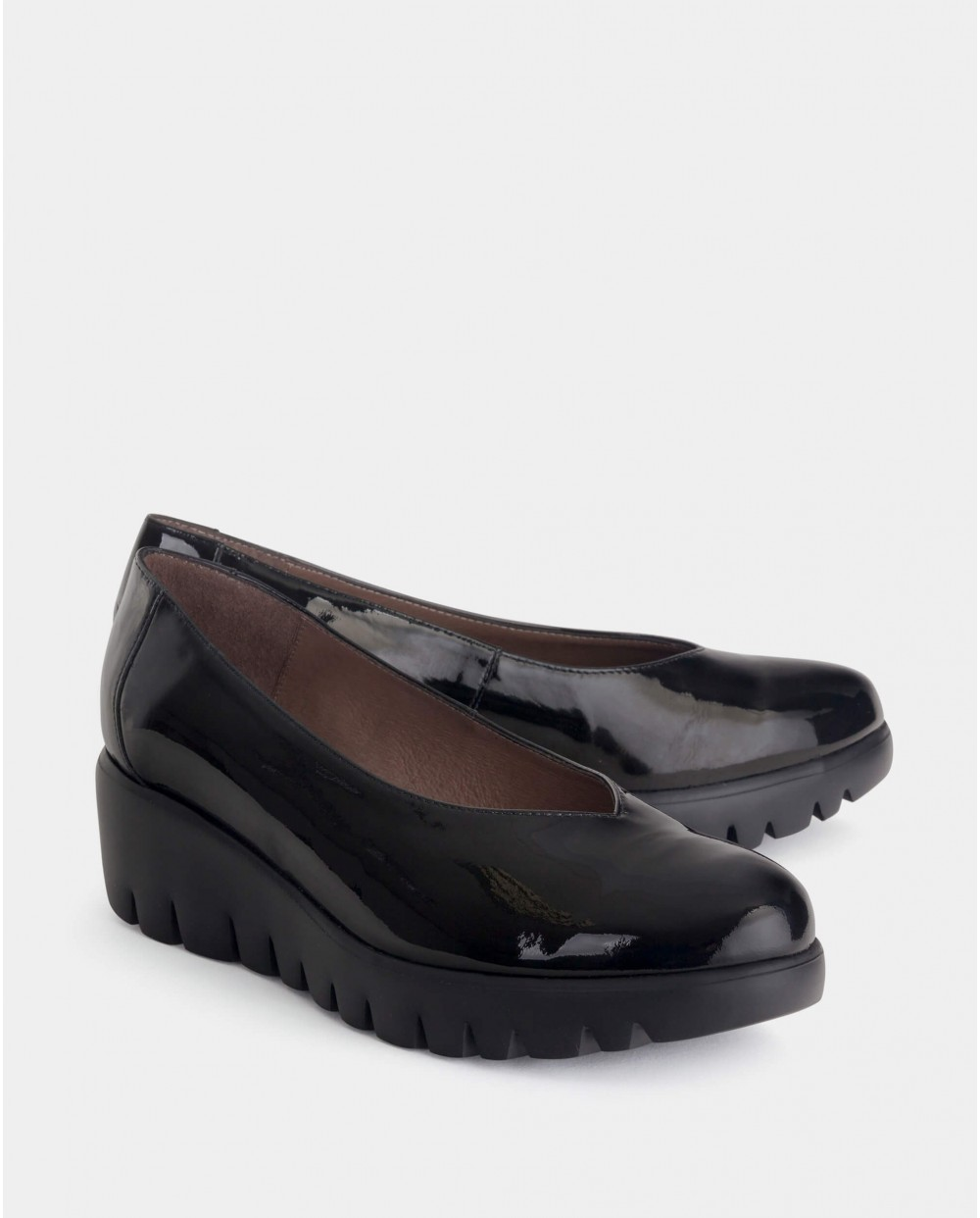 High cut patent leather loafer