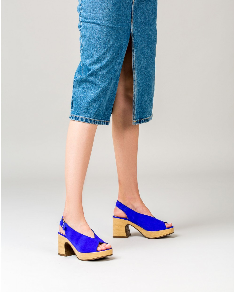 Wonders-Outlet Women-Suede leather sandal with throat