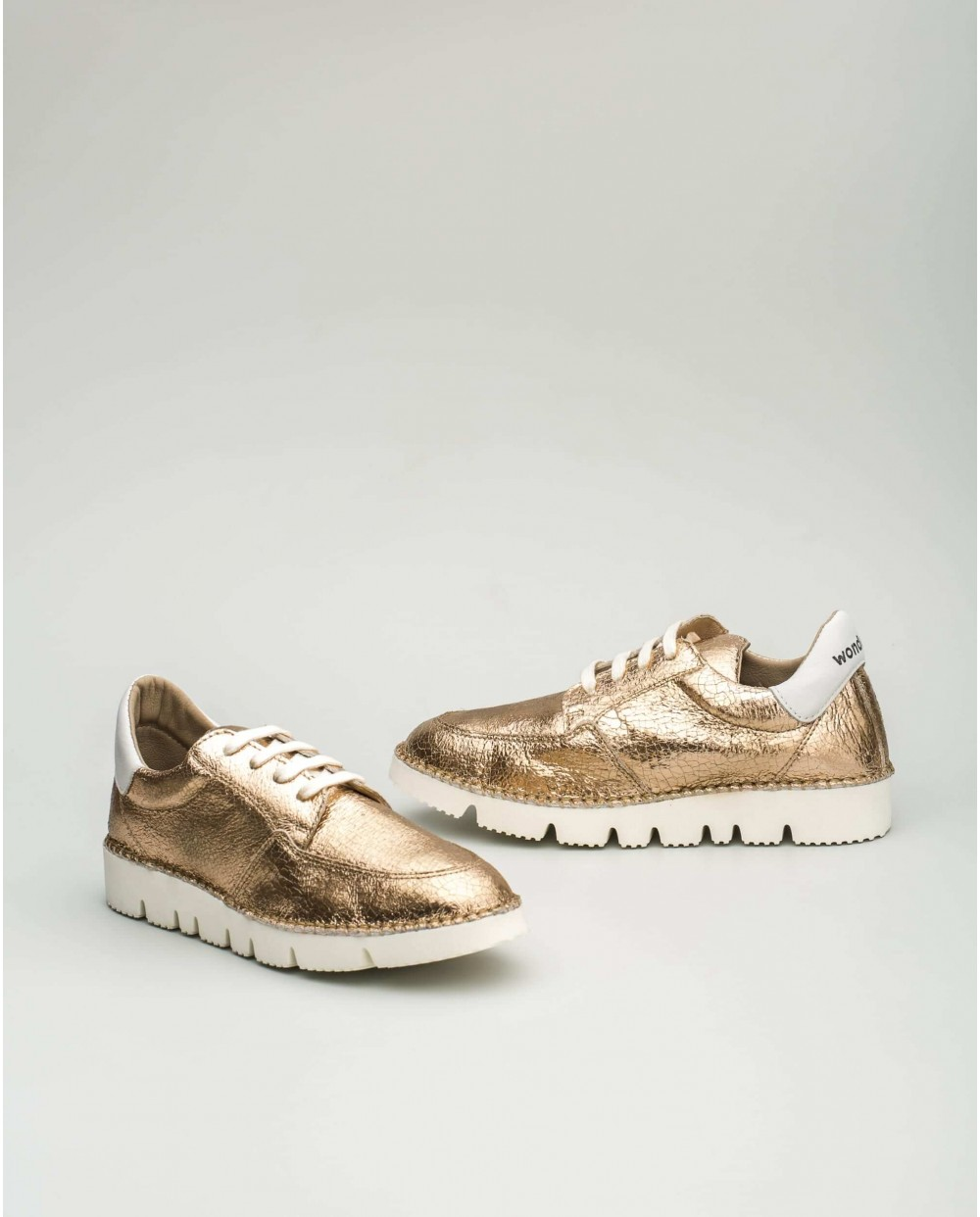 Ultralight metallic sneakers