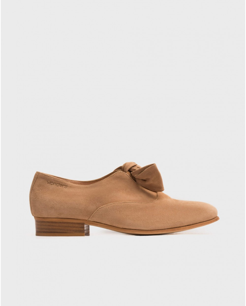 Wonders-Heels-Masculine shoe with bow