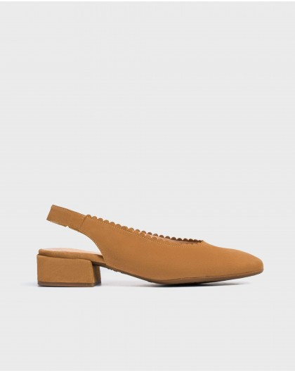 Wonders-Heels-shoe with a semi-circle cut detail