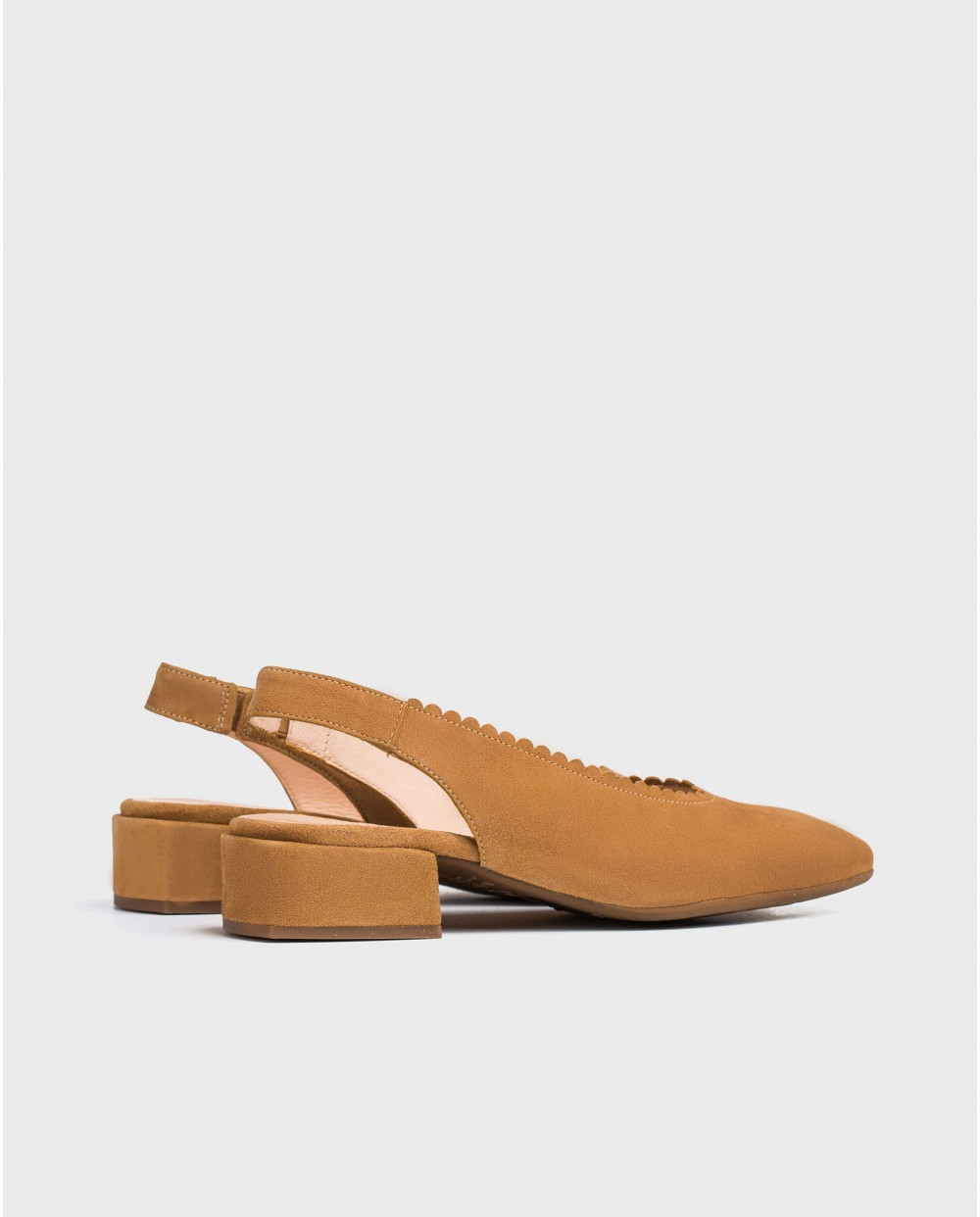 Wonders-Heels-shoe with a semi/circle cut detail