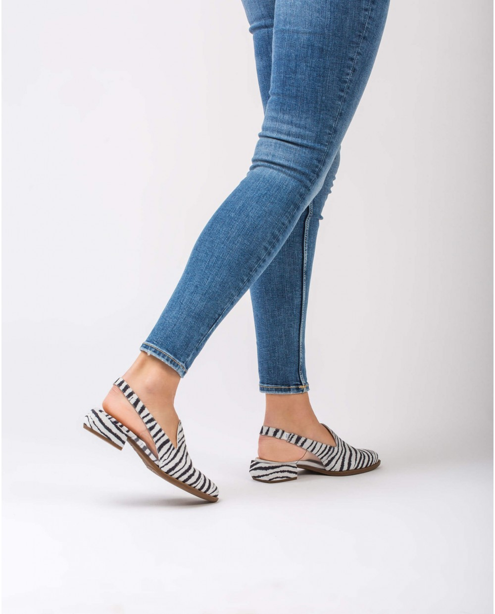 Wonders-Outlet-Backless shoe with vinyl detail