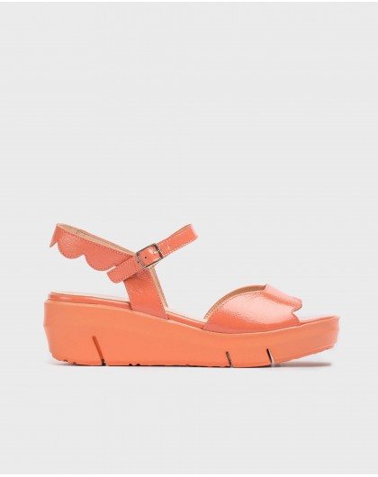 Wonders-Sandals-Sandal with wave-cut detail