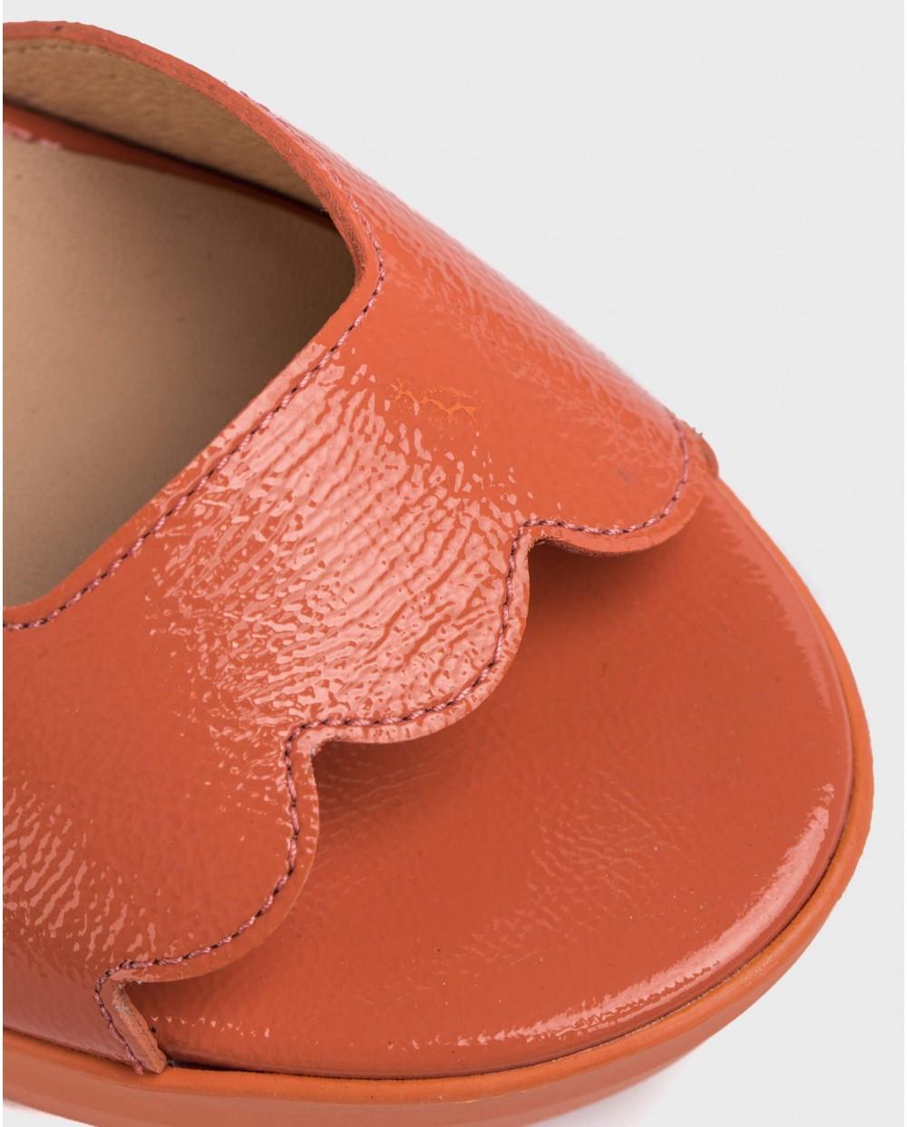 Wonders-Sandals-Sandal with wave-cut detail