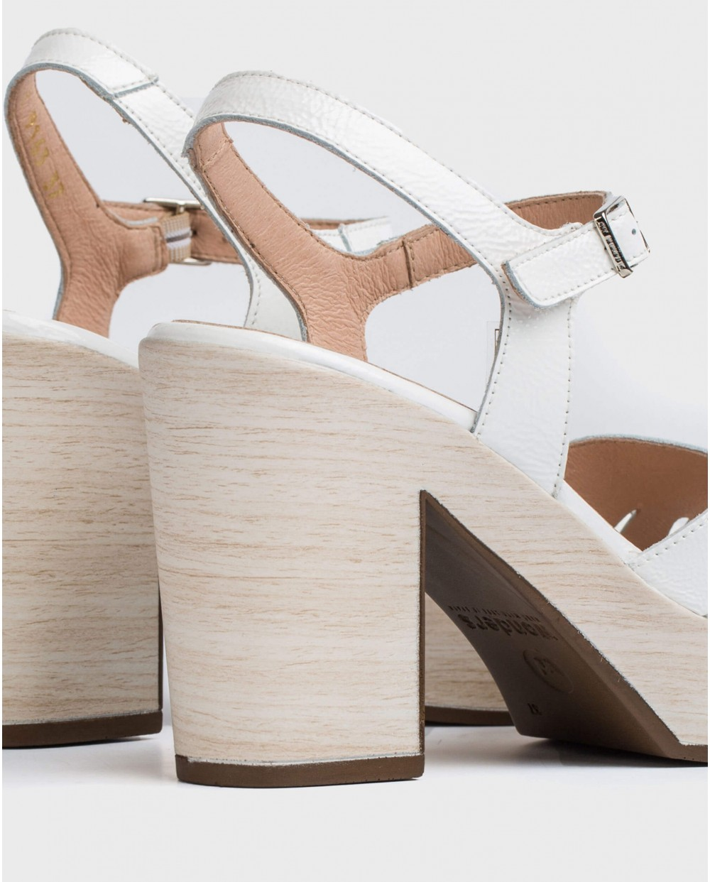 Wonders-Sandals-Sandal with side cut out detail