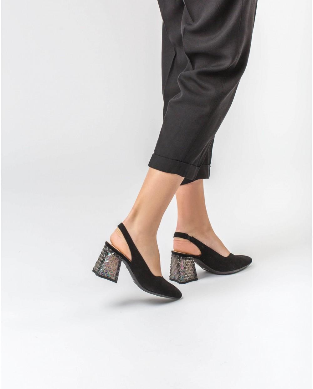 Wonders-Heels-High heeled shoe with jewel detail
