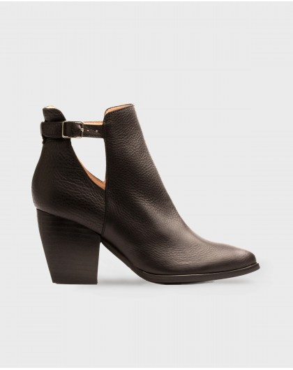Wonders-Women-Cowboy style ankle boot with strap detail