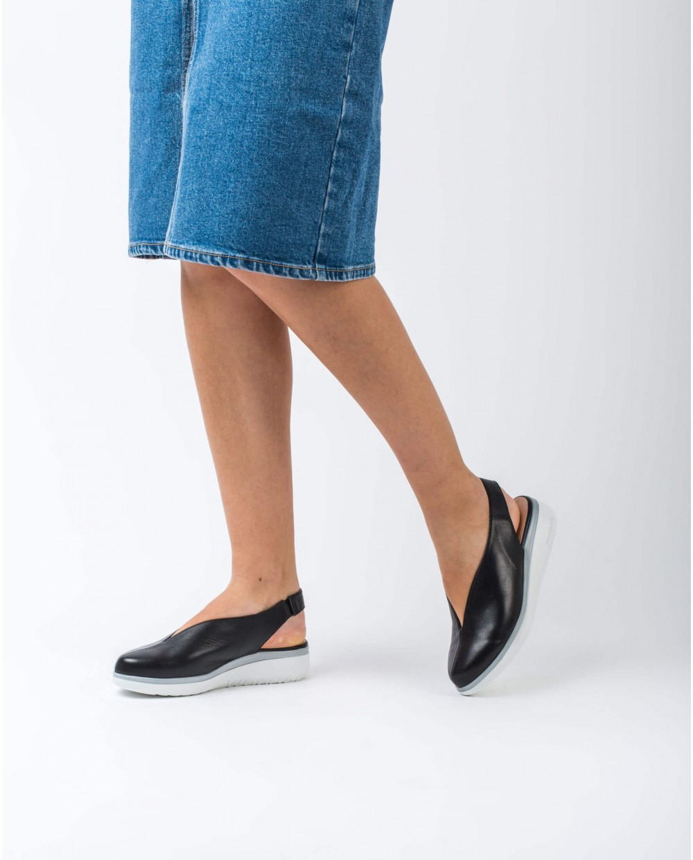 Wonders-Flat Shoes-Leather V cut shoe