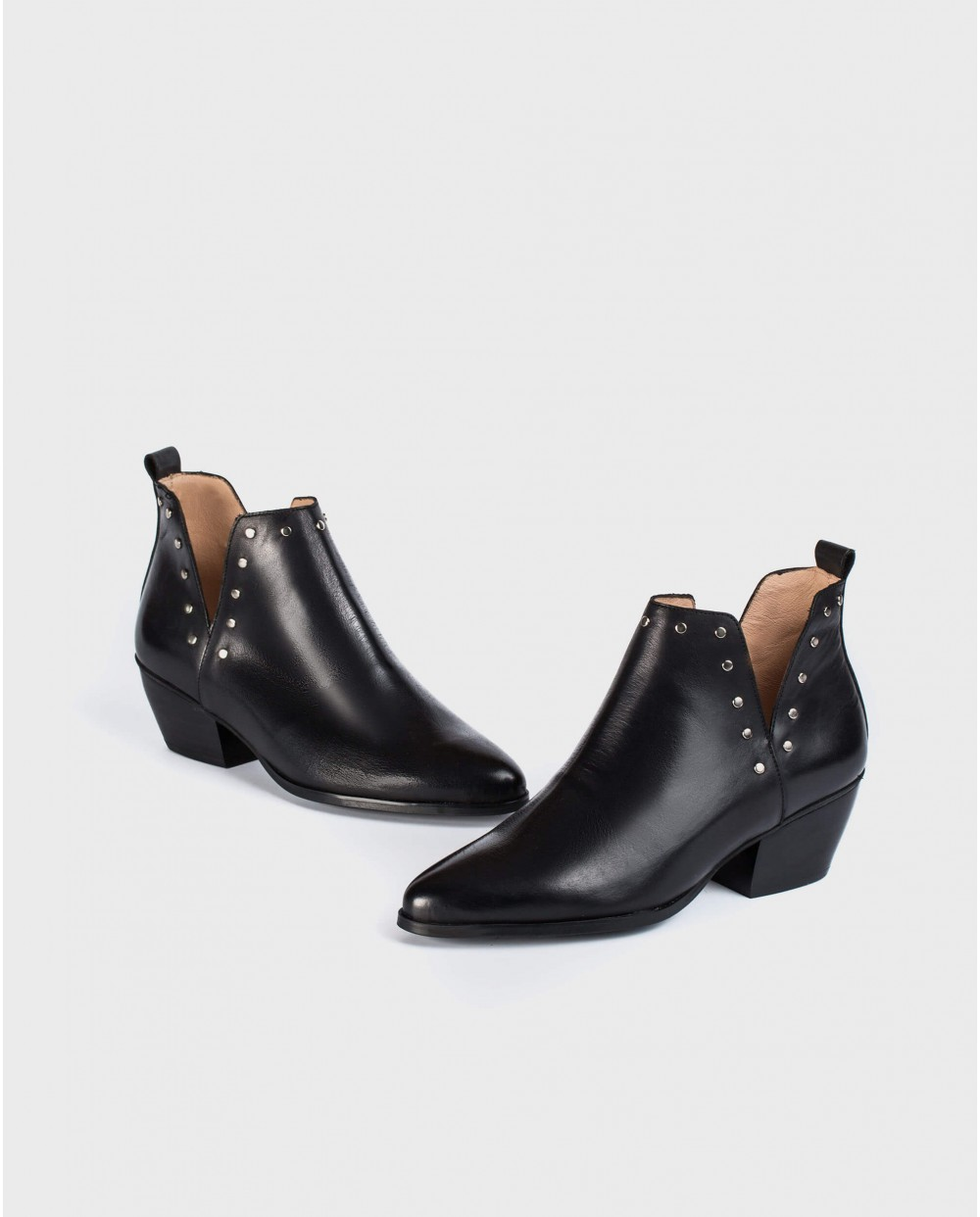 Wonders-Ankle Boots-Cowboy style ankle boot with side cutouts