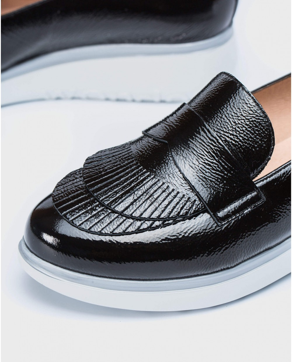 Wonders-Wedges-Patent leather moccasins with fringe detail