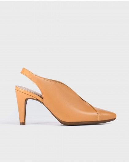 Wonders-Heels-V cut court shoe