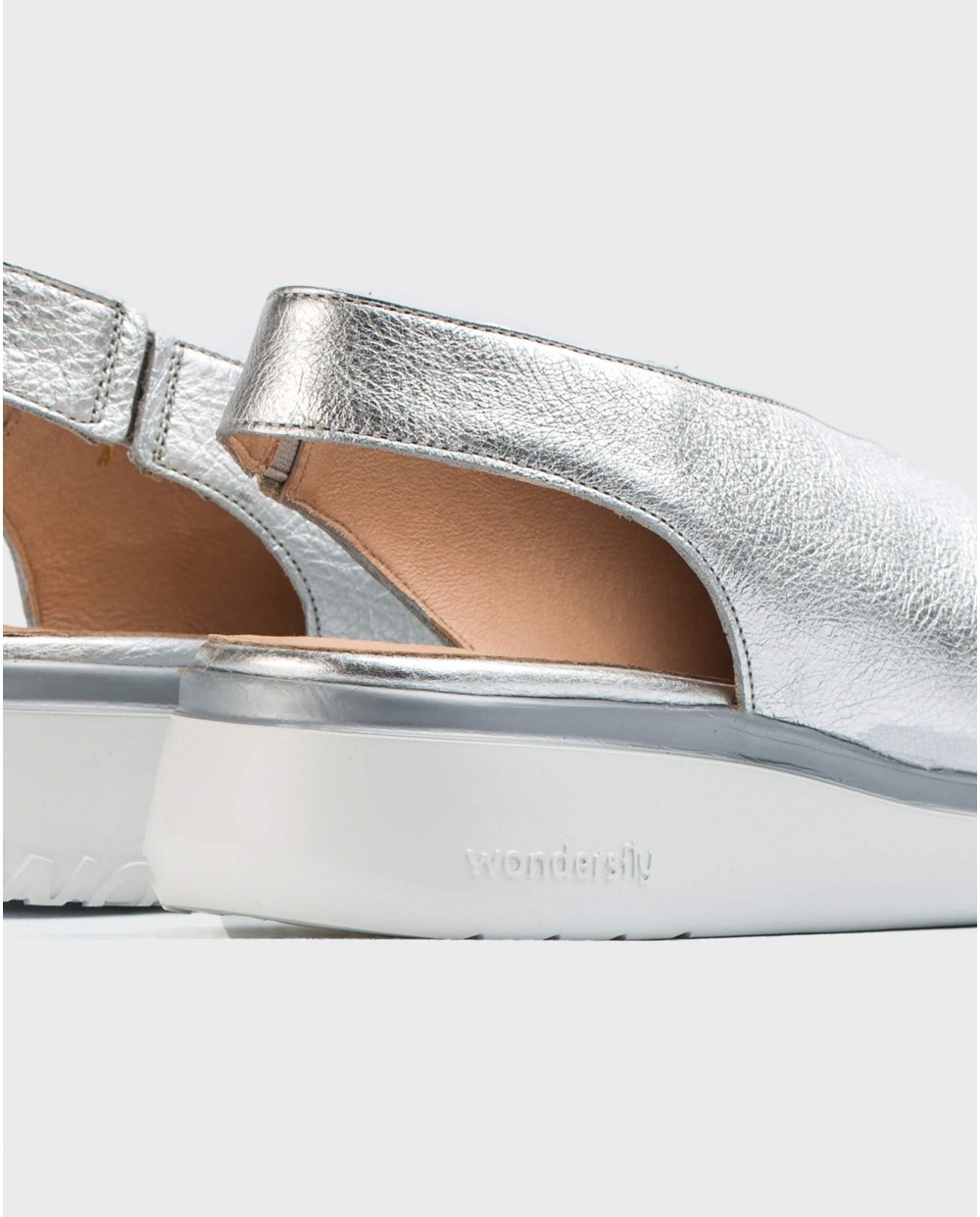 Wonders-Wedges-Leather V cut shoe