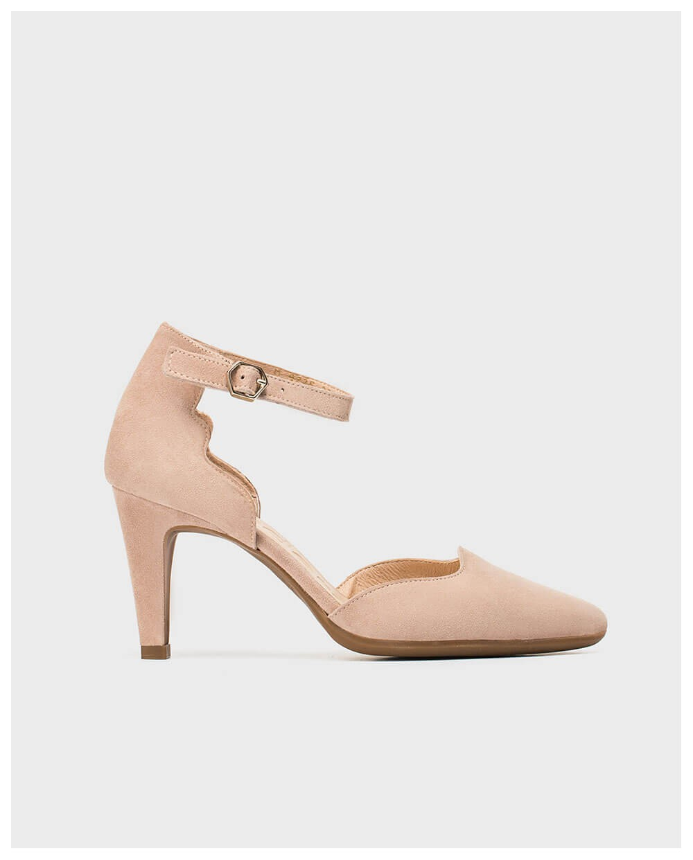 Shoe with wave detail heel
