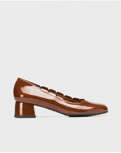 Patent leather loafer with brogue detail