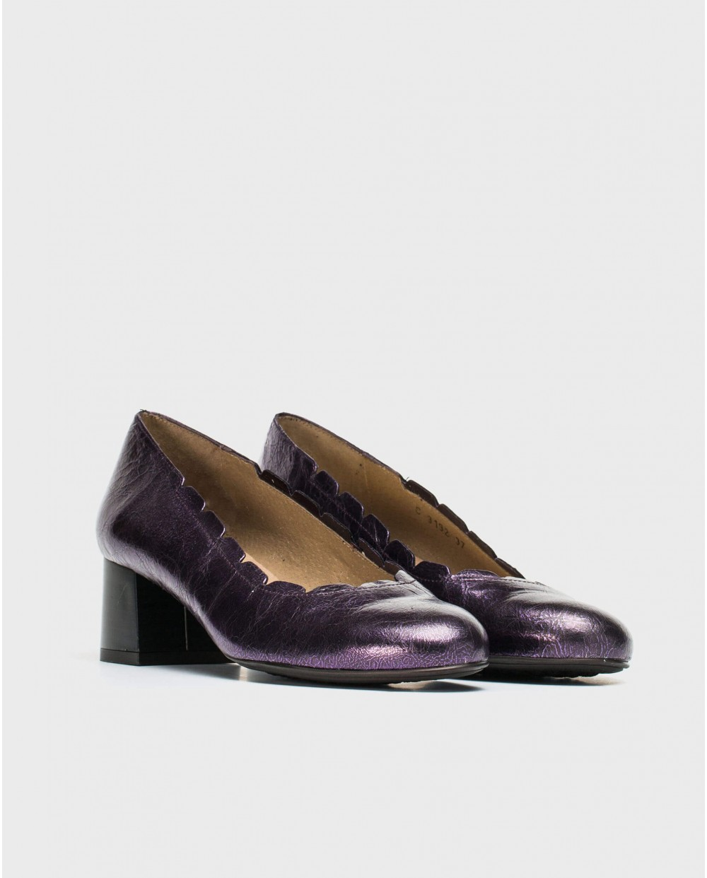 Loafer with brogue detail