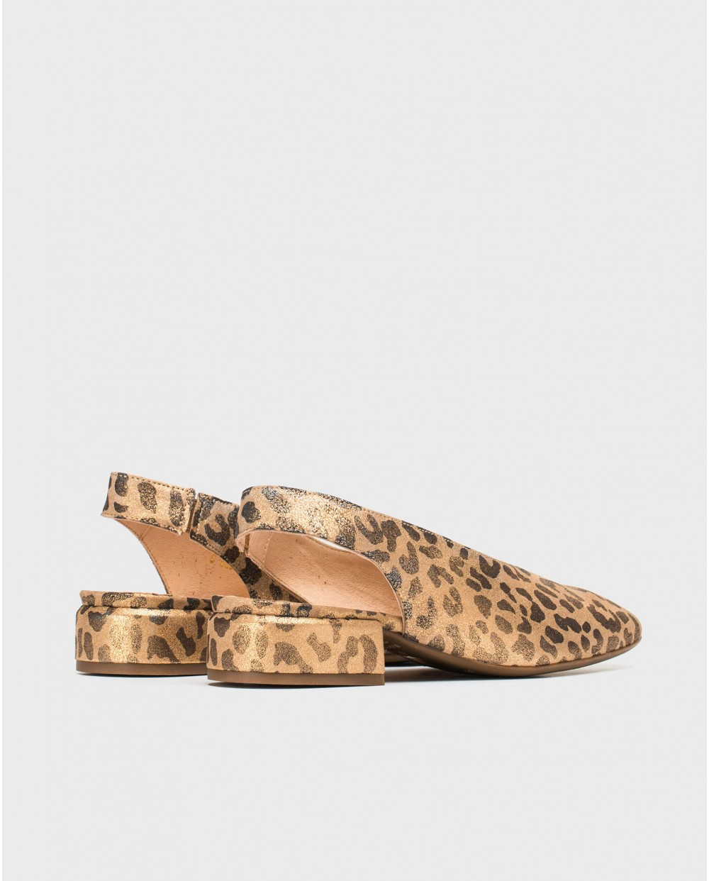 Flat sandal with animal print